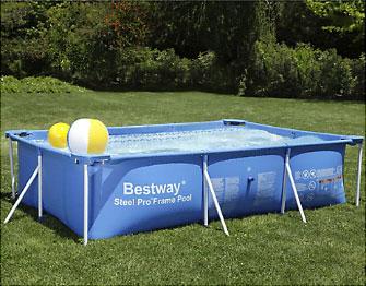 Para refrescarse y pasar el verano en casa, nada mejor que instalar una piscina estructural o armable. Como son de lona, una vez que finaliza la temporada de calor se puede lavar y volver a guardar hasta el próximo año.