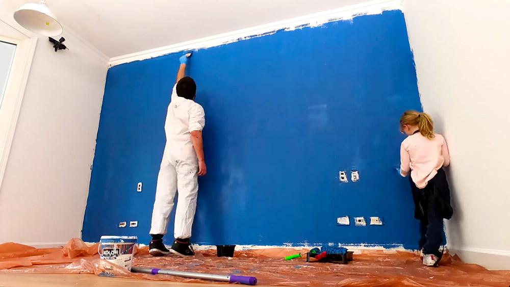 A todos nos pasa que nos aburrimos de ver siempre la misma decoración en nuestras casas, pero no contamos con los recursos para renovar el estilo de esa habitación. Con este proyecto, verás que con solo cambiar el color de un muro puedes darle una cara nueva a ese espacio. ¡Tan simple y sencillo como eso!
