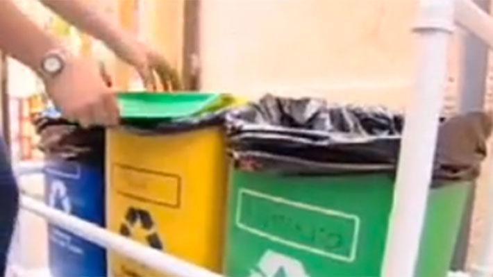 Una familia bota cerca de dos mil kilos de basura al año, de los cuales, por lo menos, el 60% podría ser reciclado, entre desechos orgánicos para compostaje, plástico, cartón, vidrio y latas que pueden ser reutilizadas. Conociendo estas cifras, vale la pena dedicarse a proyectos que faciliten el reciclaje en las casas, porque si tenemos un espacio para dejar botellas plásticas, diarios o los tetra pack de las leches, seguramente será más fácil guardarlos hasta llevarlos a un Punto Limpio donde se puedan reciclar