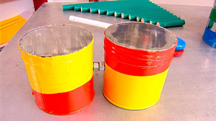 Con elementos muy simples se puede construir un bongó, un instrumento de percusión, con el que podrás hacer música, jugar y hasta podría ser el comienzo de una banda musical.