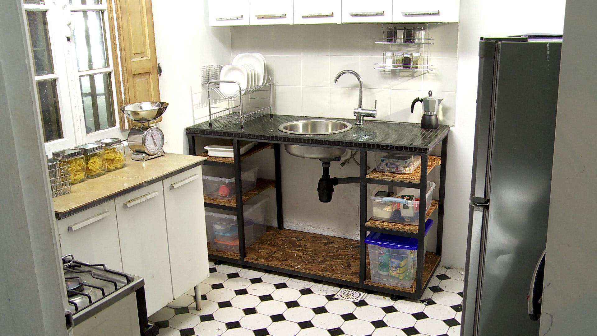 H galo usted mismo c mo instalar una puerta vaiv n for Como planificar una cocina