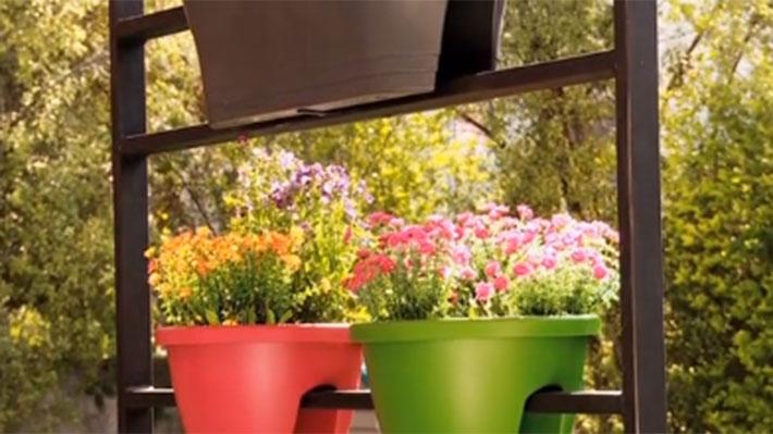 Este proyecto es una estructura muy completa para el exterior, porque sirve para poner plantas, tapar vistas y tamizar la entrada de sol a una terraza, ya sea de casa o de departamento.