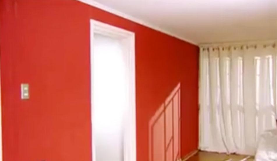 Para darle un aire distinto a algún muro, que adquiera personalidad y se destaque podemos instalar papel mural. Hay diferentes texturas y diseños que le pueden dar un protagonismo particular a ese rincón un poco olvidado, ya sea en el living o en el dormitorio.