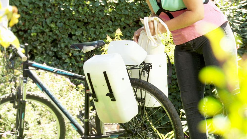 Los ciclistas saben que para ir de compras en la bicicleta hay que tener un buen canasto, una buena mochila o unas buenas alforjas que sean resistentes para cargarlas. En este proyecto optaremos por la tercera alternativa, hacer unas alforjas grandes, que sean verdaderos contenedores.