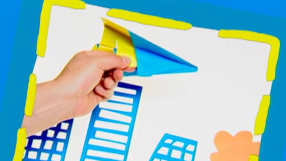 El origami es la técnica de doblar papel para conseguir variadas figuras sin la necesidades de tijeras ni adhesivos. Es de origen japonés y considerado un arte, ya que algunas piezas podrían ser vistas como esculturas. Con una hoja, un par de dobleces e ingenio podemos divertirnos y hacer nuestras propias piezas de arte y juego; un barco y un avión.