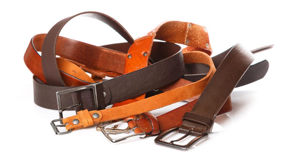 Es muy común no saber dónde ni cómo guardar nuestros cinturones para que no terminen desordenados en cualquier parte del clóset. En realidad, casi todos nos quejamos por la falta de espacio para guardar, sin embargo, no siempre es un problema real, sino sólo falta de organización.