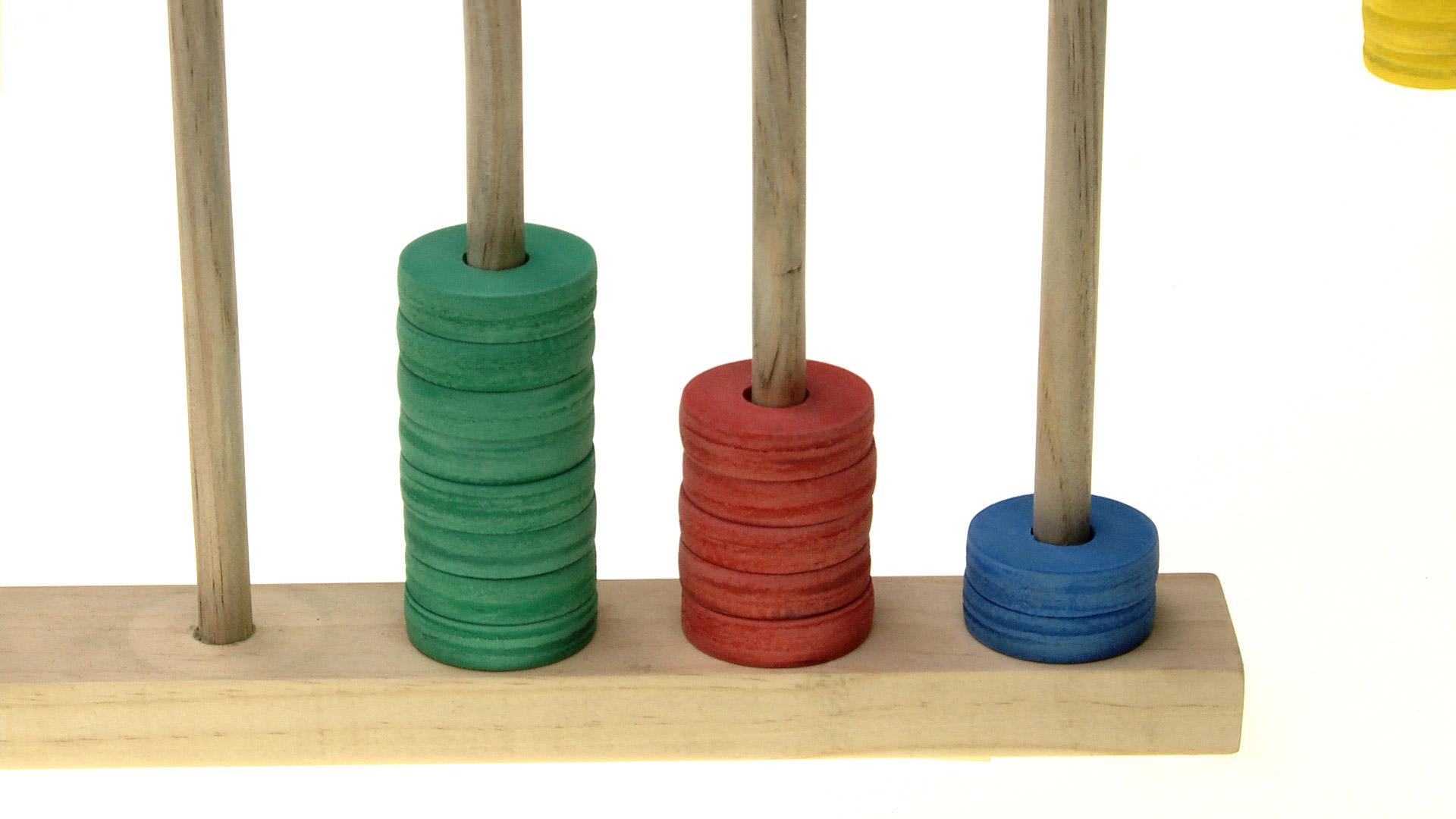 El ábaco es un entretenido método para conocer los números, y hacer algunas operaciones como sumar y restar. Es una buena actividad no sólo para hacer en el colegio, también para jugar en casa y, junto con eso, reforzar algunos conceptos matemáticos que ayudarán a los niños.