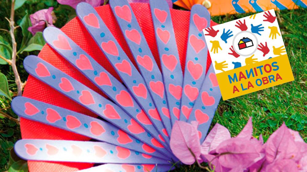Se dice que el origen del abanico estuvo en Japón, pero que muy rápidamente se extendió por todo el mundo, por su utilidad en las épocas calurosas, puesto que al agitarlo permite mover el aire y refrescarlo. Los primeros abanicos estuvieron hechos de hojas y plumas. Acá te mostramos cómo hacer uno muy original.