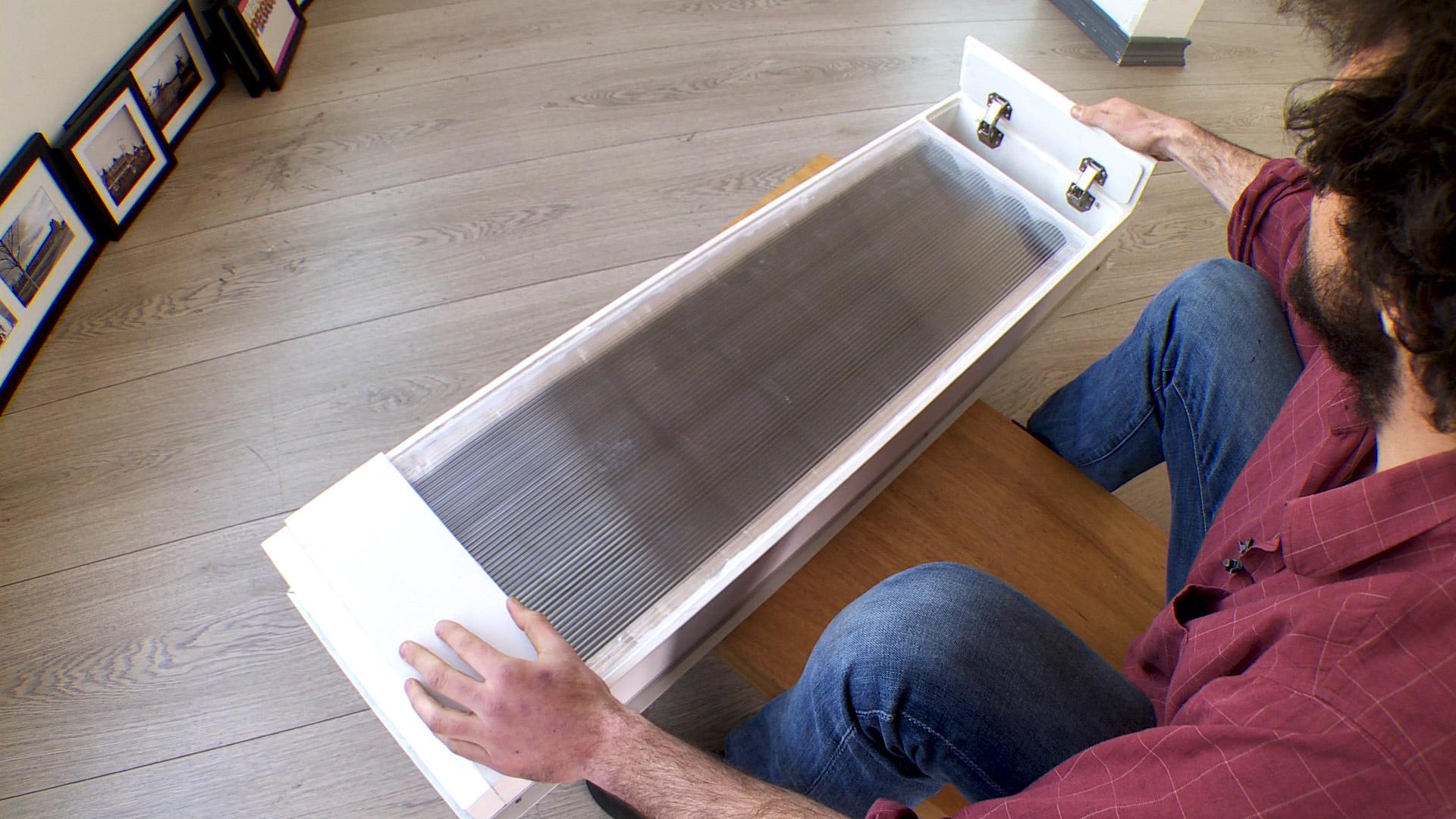 Hay formas de calefaccionar una casa o un departamento sin usar ningún tipo de combustible, sólo energía solar térmica. Esto es posible gracias a una caja Trombe, que usa la energía solar para producir calor, ya que tiene la capacidad de recoger aire del exterior o del interior, calentarlo y expulsarlo hacia el interior.