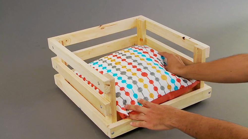 Para los amantes de los perros enseñaremos a construir una cama para que puedan descansar, ya sea para una necesaria siesta durante el día o para el sueño reparador de la noche.