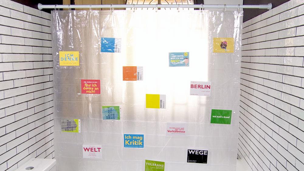 Personalizar el baño puede ser una gran actividad para hacer en familia, o dejar en manos de la más creativa o del más creativo de la casa. Una forma de hacerlo es con la cortina de baño, ya que es lo que tiene más presencia en el ambiente.
