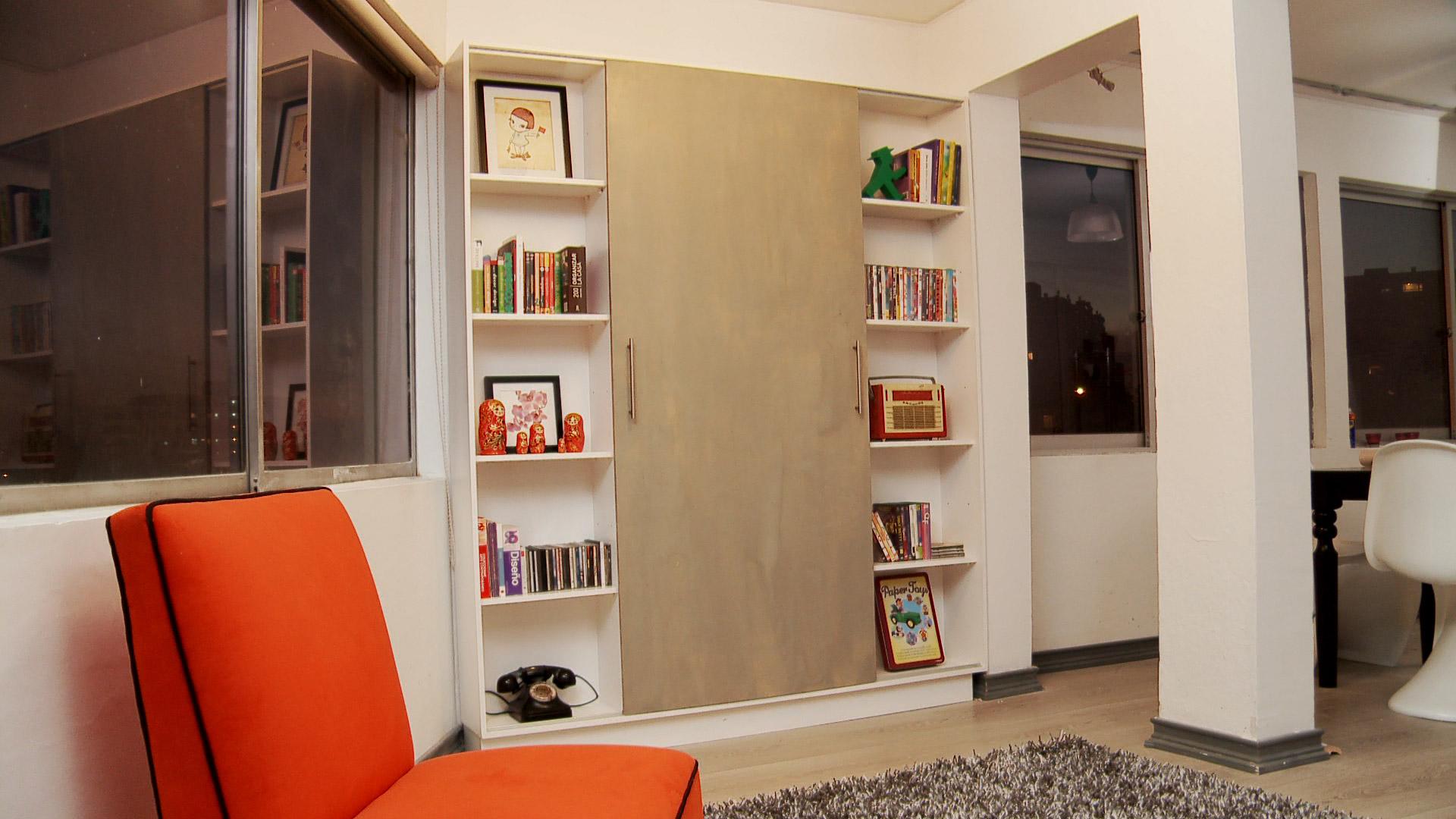 Los departamentos y casas cada vez se construyen con menor cantidad de metros cuadrados, es por eso que se requiere un diseño inteligente que nos permita aprovechar ciertos espacios que pensamos que están muertos o que no tienen mayor utilidad. En este proyecto daremos una idea para hacer un mueble a medida, pensado especialmente para un espacio reducido.