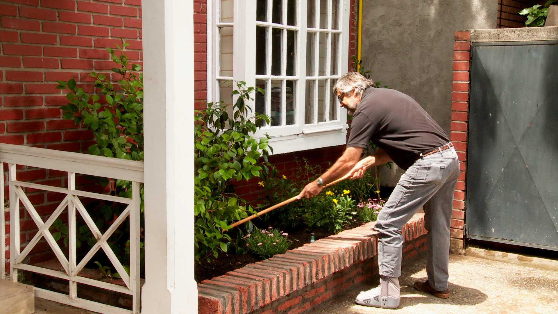 H galo usted mismo c mo hacer una jardinera de ladrillos for Jardineras para patio casa