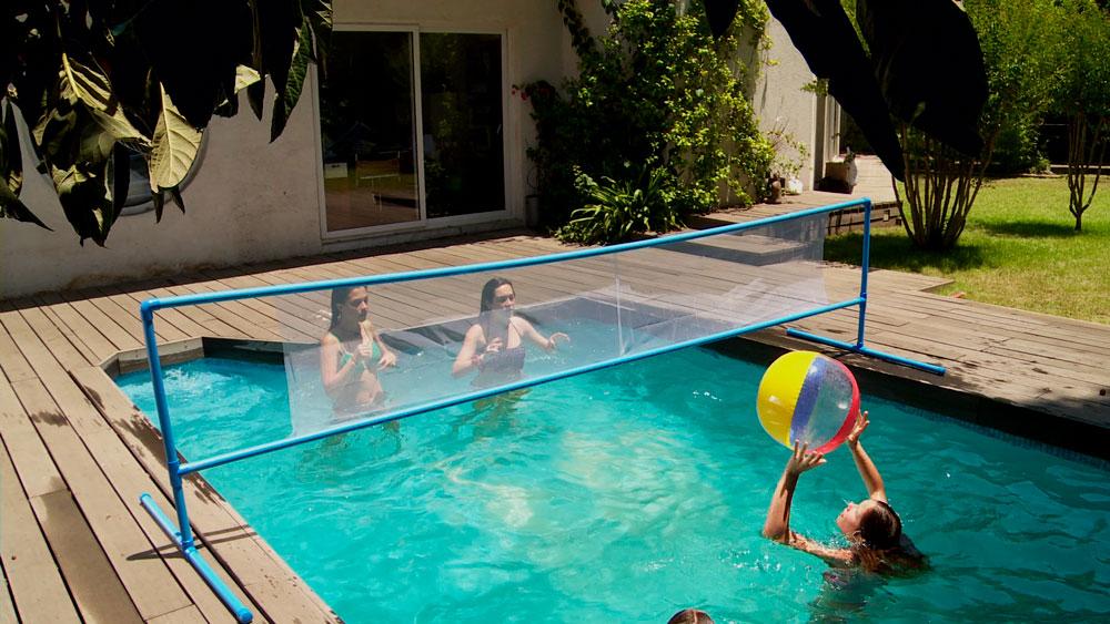 Mezclar deporte y entretención en una piscina es una buena forma de aprovechar los días de verano, por eso en este proyecto haremos una red para jugar voleibol acuático.