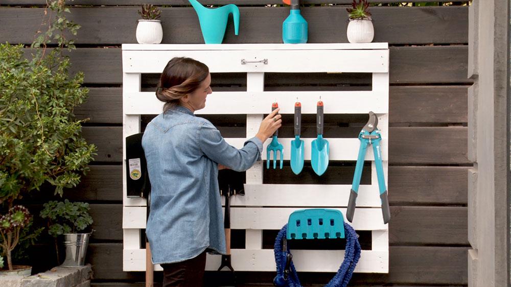 H galo usted mismo c mo hacer un estante con cajones de for Guarda herramientas para jardin