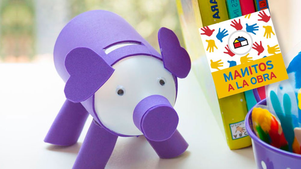 Este chanchito te permitirá ahorrar dinero para usarlo en lo que quieras!. Ya sea para comprarte un libro, un regalo para tus papas o amigos o algún juguete. Además aprenderás a reutilizar una botella de plástico ayudando al medio ambiente.