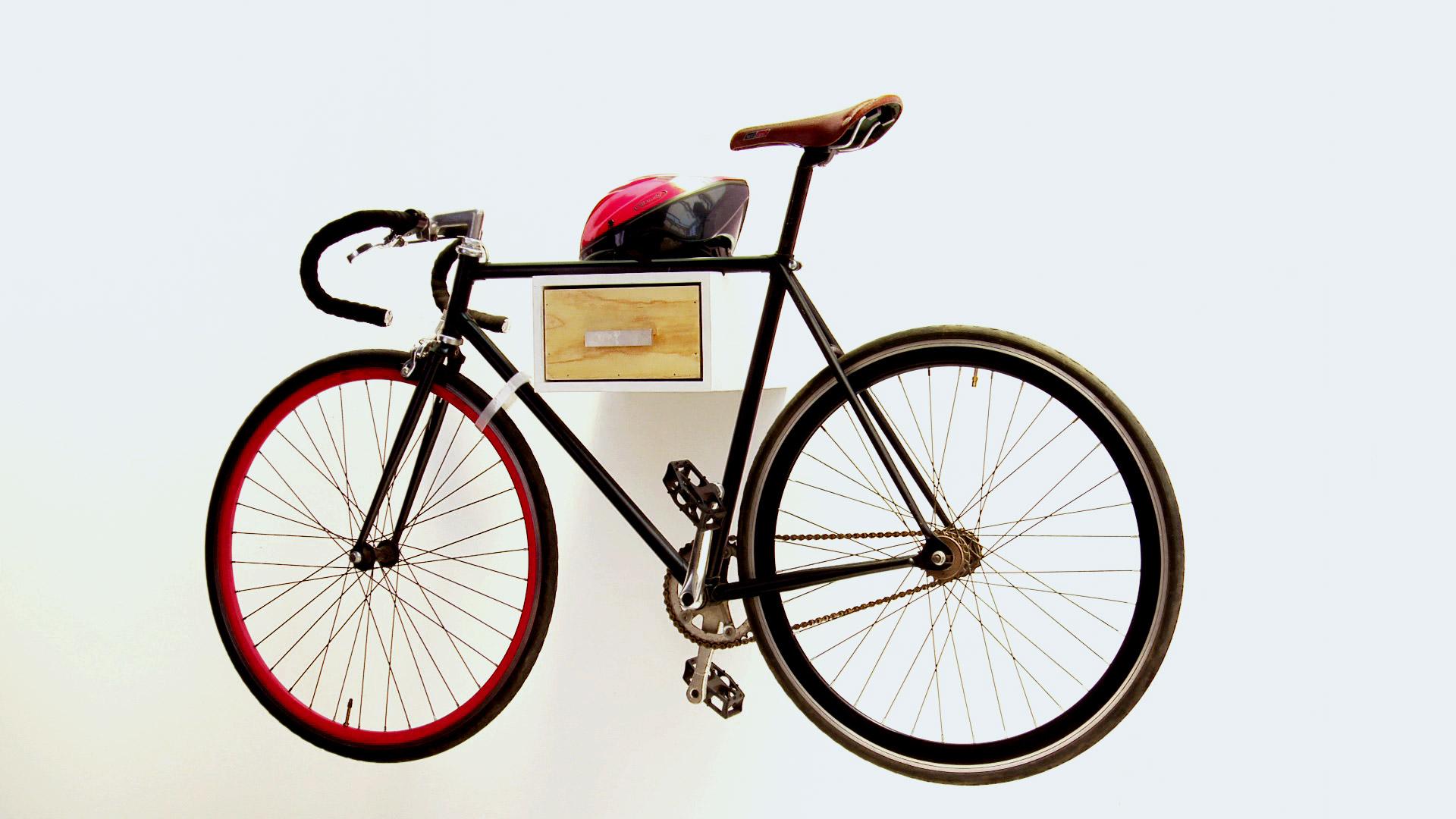 H galo usted mismo c mo hacer un colgador de bicicletas - Guardar bicicletas en poco espacio ...