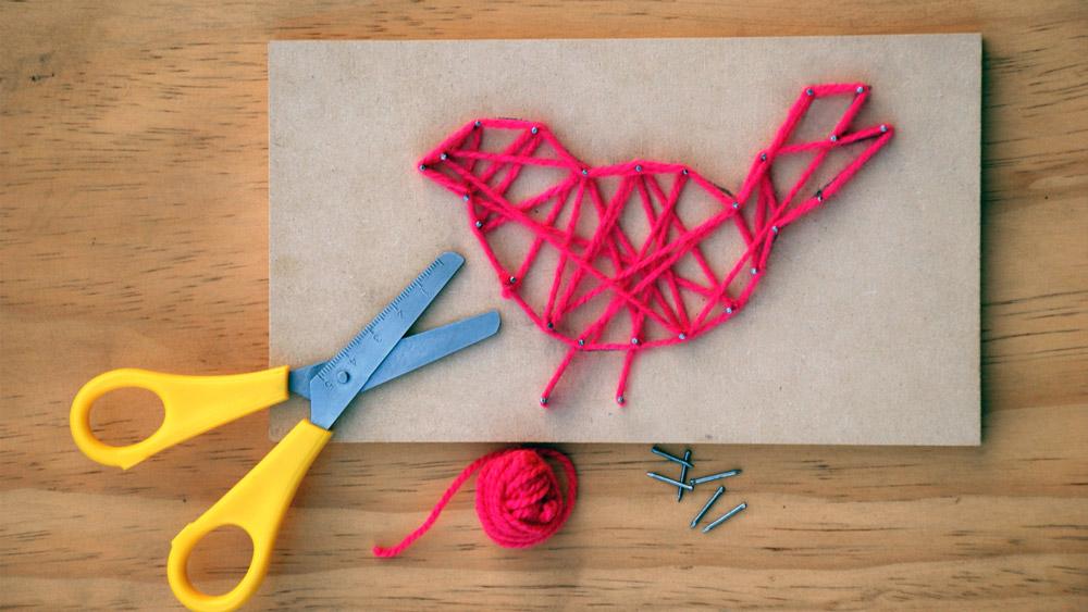 ¡En el día de la madre, dale a tu mamá un regalo súper especial con este original dibujo adornado con lindas lanas de colores!