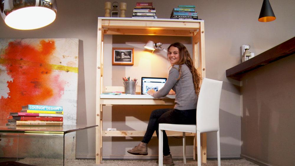 Cuando organizamos nuestra casa, es común que nos demos cuenta que existen muchas necesidades, y poco espacio para poner muebles, por eso una buena alternativa es que optemos por estructuras que sean capaces de cumplir más de una función, por ejemplo estante y escritorio, o repisas y cubierta para la cocina.