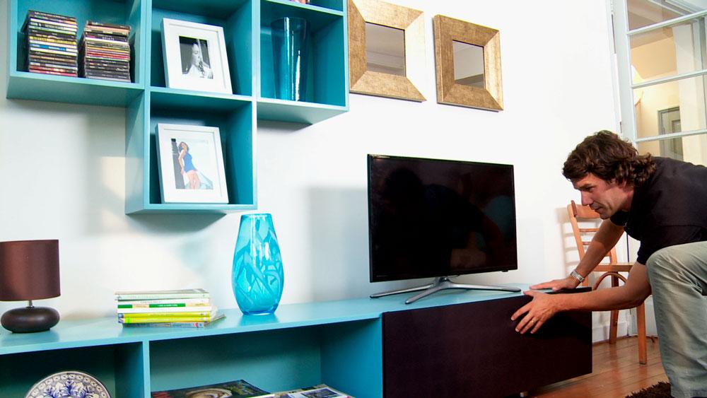 Para organizar libros, revistas, discos o archivos audiovisuales se puede construir una estantería, que si además considera espacio para un televisor, se convierte en un completo rack, donde se podrá tener a la mano distintos elementos para la entretención.