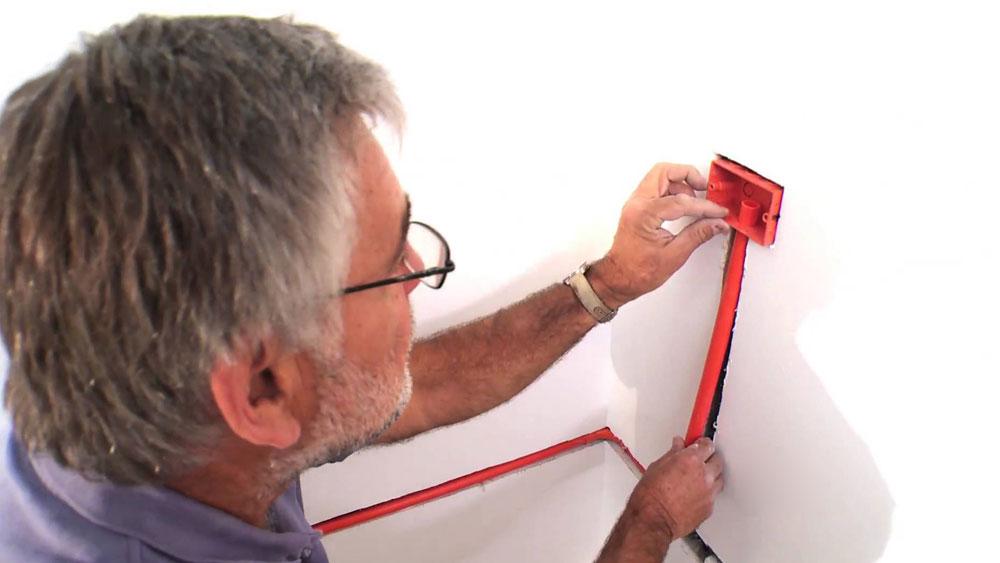 Con simples detalles, sus paredes se llenarán de estilo. Un apliqué puede ser una gran solución para decorar y destacar con toques de luz un espacio del hogar. Los apliqués aportan además una nota de calidez a cualquier área de su casa, pero el toque personal quedará en sus manos.