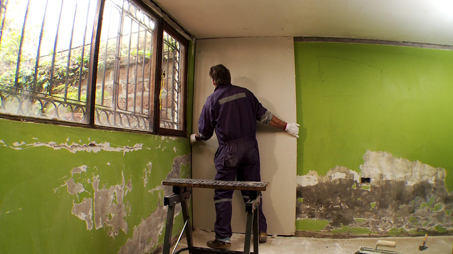 H galo usted mismo c mo instalar revestimiento de volcapol - Como quitar la humedad de una pared ...