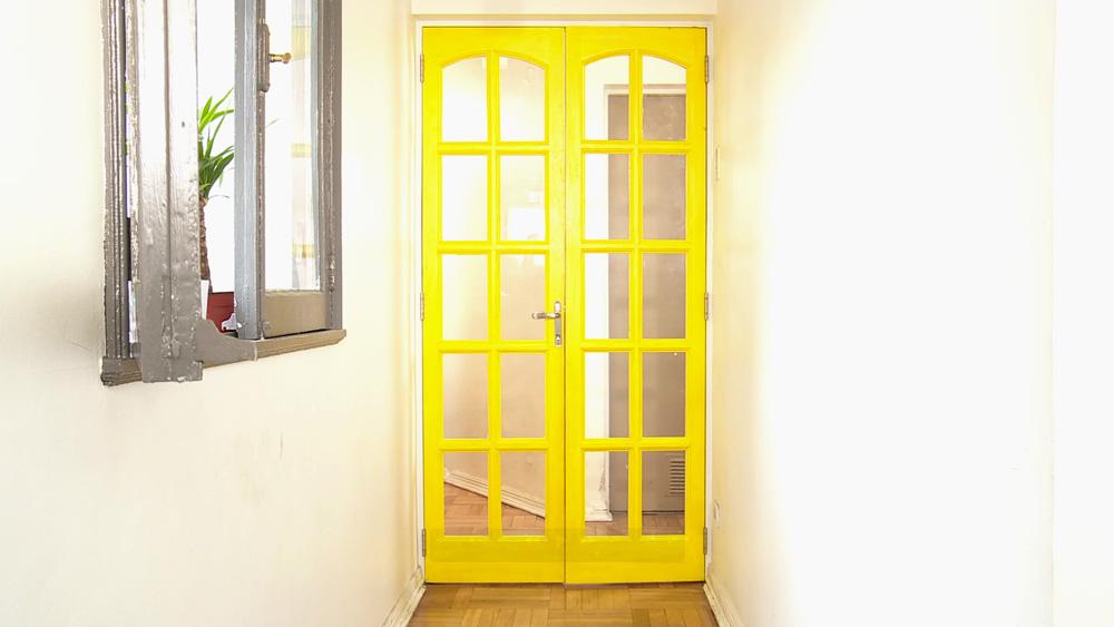 Hágalo usted mismo   ¿cómo hacer una puerta con riel para el clóset?