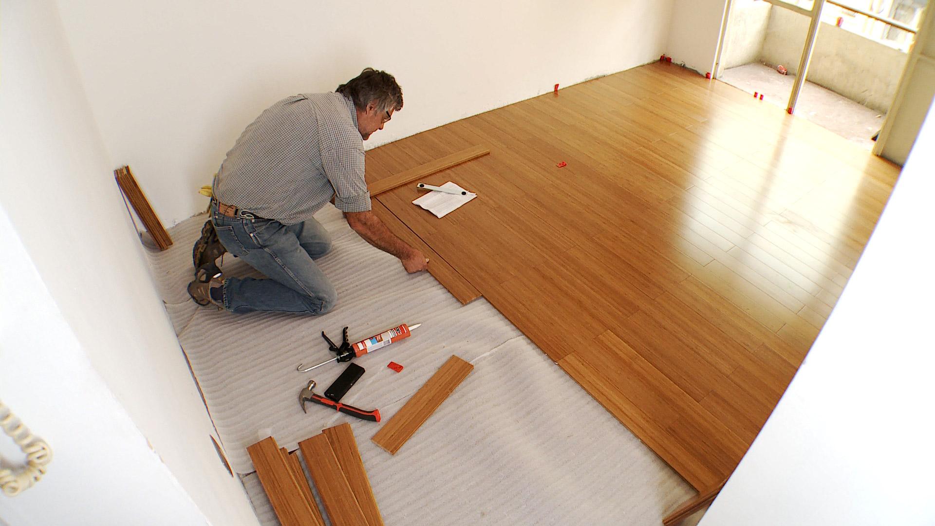 H galo usted mismo c mo limpiar y mantener un piso - Como limpiar el parquet flotante ...