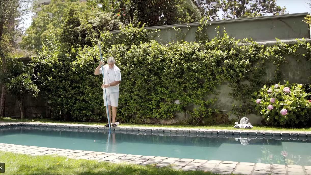 La mantención del agua de la piscina es fundamental para su uso y ahorro de agua, sin importar si son estructurales, desarmables o de hormigón/fibra.  Existen diversos químicos que usados correctamente y en la proporción adecuada, nos ayudarán en esta tarea.