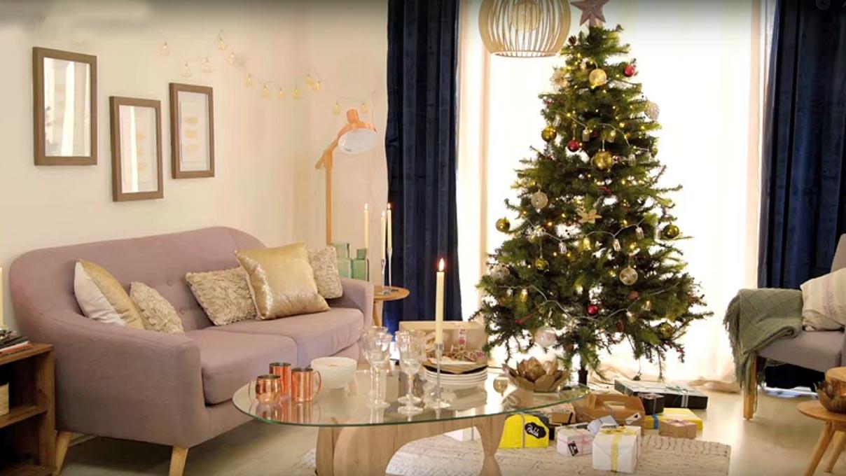 Todos los años nos toca hacer el mismo trabajo: sacar los adornos de Navidad, decorar y luego de unas semanas, guardarlos. Si al guardar nos preocupamos que quede todo bien ordenado y clasificado, este proceso se hará mucho más fácil y podremos disfrutar de lo entretenido que es decorar la casa para Navidad.