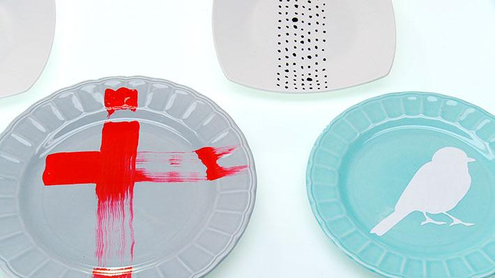 Este proyecto se trata de dar un uso a los saldos de vajilla (platos de distintos tamaños) que quedan cuando el resto del juego se quebró o picó. Los recuperaremos pintándolos para usarlos en la decoración de la cocina o comedor.
