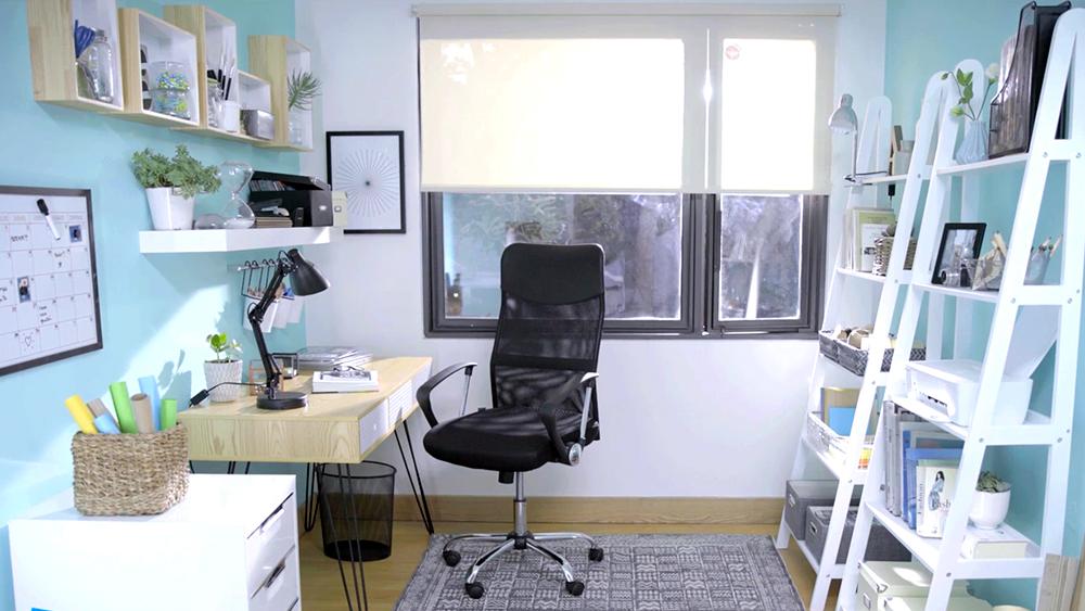 El gran reto de trabajar desde l casa es saber diferenciar las funciones de trabajo y ocia dentro del mismo espacio. Para poder hacerlo es cuestión de planificar bien el lugar y con los datos que te damos en este proyecto podrás trasladar sin problemas la oficina a un rincón de la casa.