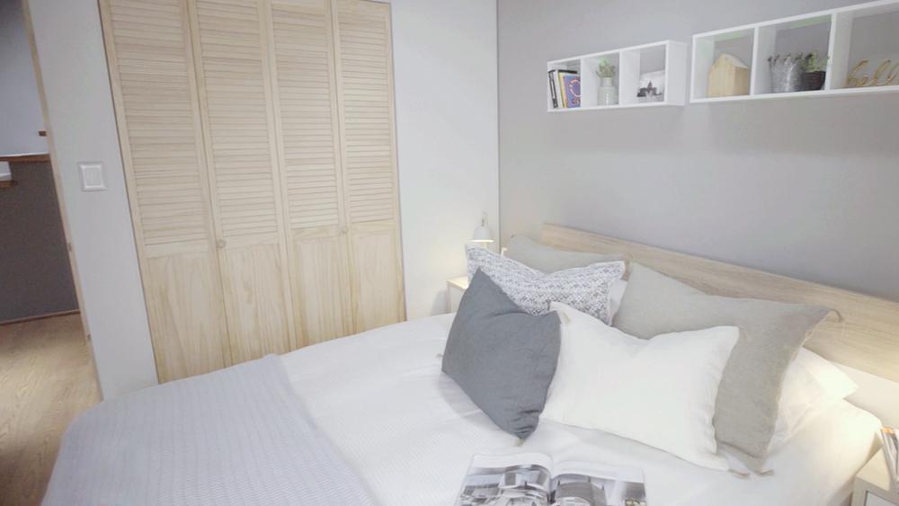 Dormitorio es la habitación más anhelamos durante el día pues ahí está nuestra cama, el lugar de descanso. Considerando que dormimos 1/3 de nuestras vidas la planificación de este espacio no podemos descuidarla, por ello con estas simples recomendaciones puedes sacarle el mayor provecho.
