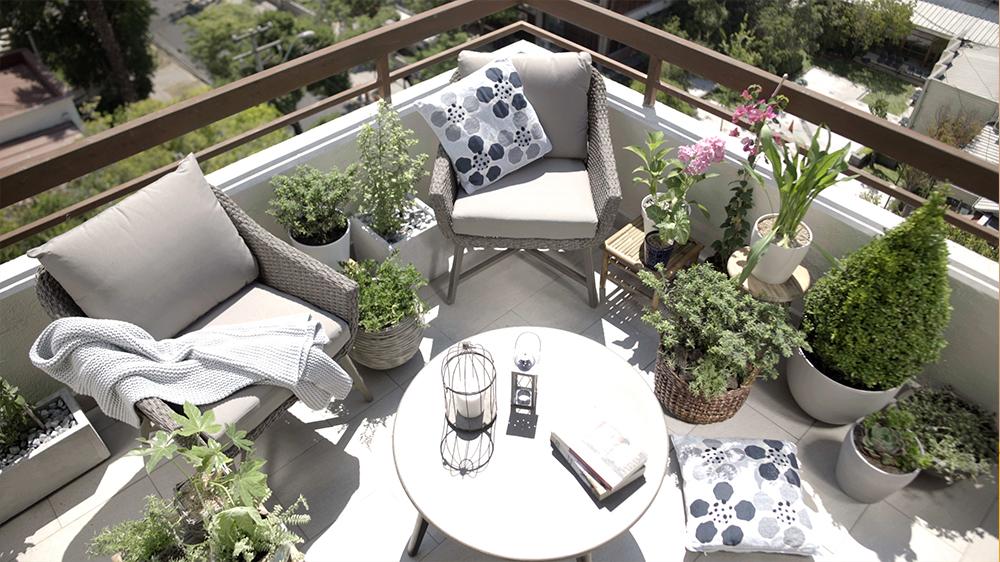 La terraza o el balcón del departamento es parte de tu hogar, por medio de este proyecto te invitamos a apropiarte de él e independiente del tamaño, puedes convertirlo en un verdadero oasis para disfrutar de la naturaleza desde las alturas.