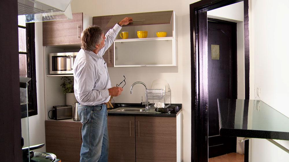 H galo usted mismo c mo hacer un estante con cajones de for Cocinas sencillas y baratas