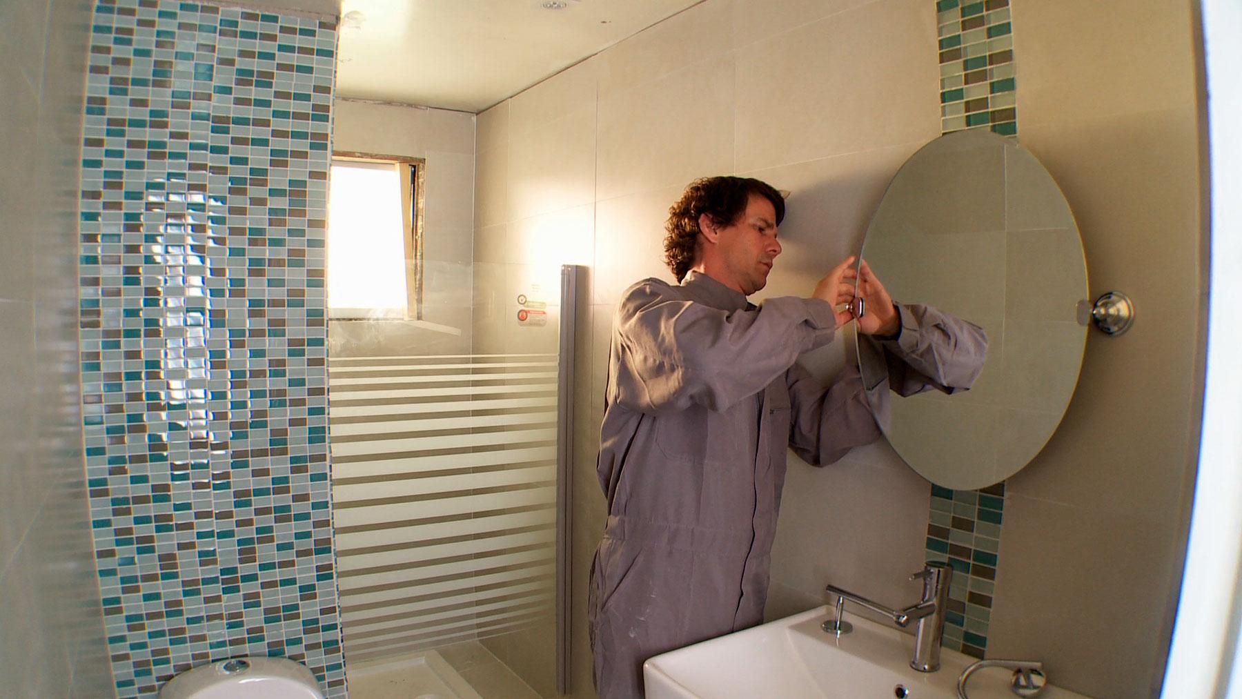 Este proyecto de interiorismo está pensado para una de las zonas más complejas de la casa: el baño, un espacio que es frecuente se deje en el olvido, aunque es de uso diario. En general una remodelación para este sector es complicada por las instalaciones que tiene, y porque su tamaño más reducido hace creer que sea difícil remodelar.