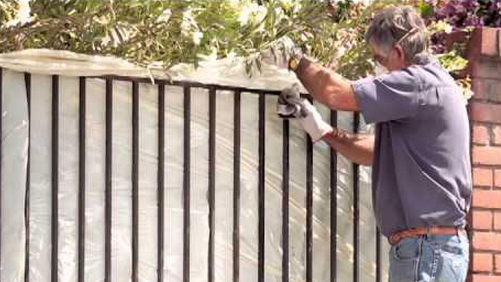 H galo usted mismo c mo reparar reja - Como pintar una puerta de madera con brocha ...