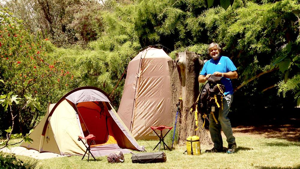 De todas las maneras de vacacionar, la más sana, y más inolvidable para los niños es irse a acampar. Y como no hacerlo si Chile es un país muy bonito, con Parques Nacionales que tienen flora y fauna única en el mundo. Para entusiasmarlos con esta idea, en este proyecto les presentaremos los implementos básicos para ir de camping.