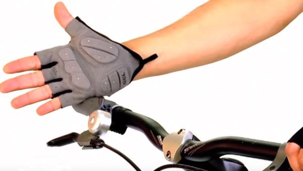 Para poder pedalear seguros y cómodo tenemos que equipar la bicicleta con algunos accesorios que, sin duda, nos harán disfrutar aún más los viajes.