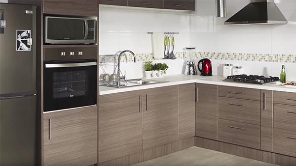 Los muebles de cocina son fáciles de reconocer por sus líneas simples, sus colores y tipo de material es porque están hechos para trabajar con comodidad, eficiencia y rapidez.