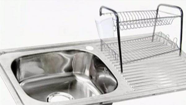 El éxito en la instalación de un lavaplatos está ligado a su elección, para ello hay que tener claro el tipo de fijación; empotrado o a la pared, su estructura; con uno o dos escurridores, y sus medidas; tanto de largo como profundidad.