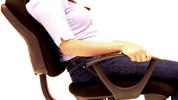 Si pasamos mucho tiempo sentados, tenemos que encontrar una silla que se acomode a las necesidades que deseamos cubrir: comer, trabajar o descansar.