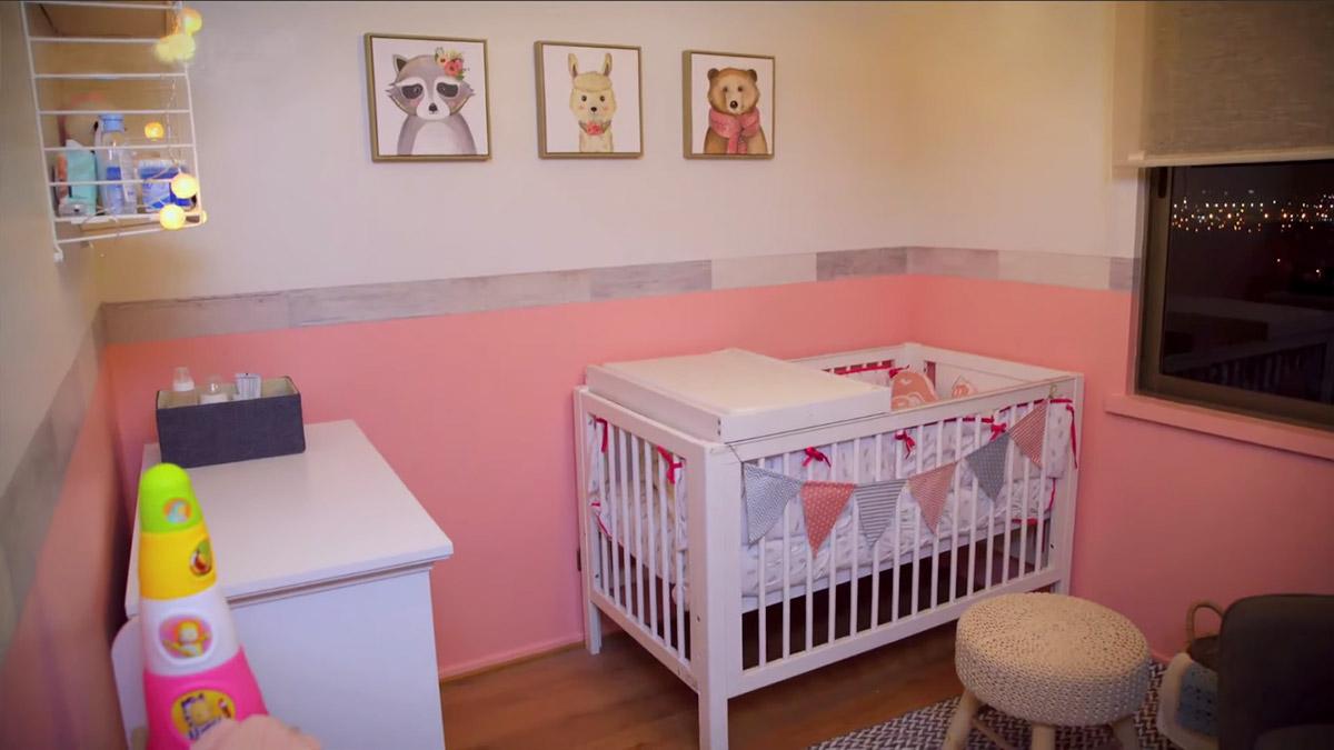 Preparar la pieza para la llegada de un bebé a la familia es otra de las cosas de las que hay que preocuparse cuando la fecha de tan esperado momento está por llegar. En este video, te mostramos paso a paso cómo planificar, organizar y decorar el dormitorio del próximo miembro del hogar.