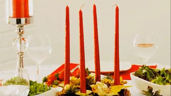 Cuando pensamos en la decoración de la cena navideña, además de manteles, individuales y velas, tenemos que considerar los colores de las fuentes y ensaladeras.