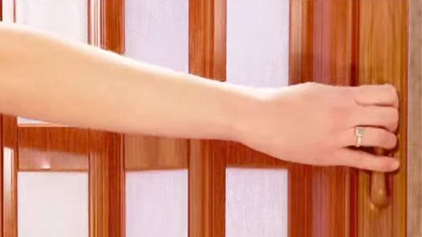Cuando queremos arreglar la casa podemos hacer algunas mejoras en las puertas de los clóset, que por el constante uso es fácil que se dañen. Por ejemplo se pueden usar paneles de madera plegables.