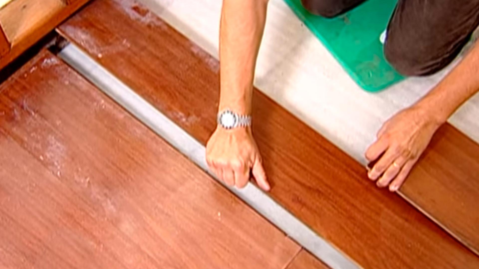 Con este video aprenderás a reparar un piso laminado dañado por graves focos de hongos y saturación de humedad. Aprende y descubre más sobre instalación, mantención y reparación en este especia