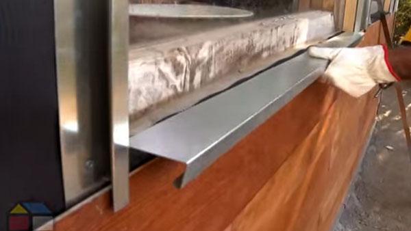 El siding de PVC sirve para revestir muros exteriores, es un material plástico con relieve y que imita la madera, es más liviano y viene en tiras de una o dos tablas.