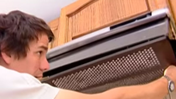 Los filtros son los encargados de retener partículas, ya sea para limpiar el agua o el aire. Se pueden instalar en las campanas de cocina o en las griferías de baño, lavaplato o lavadora.